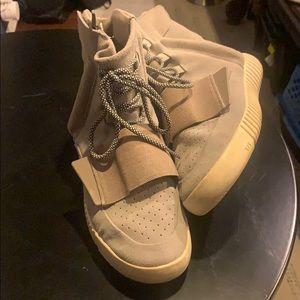 Adidas Yeezy Boost 750 -